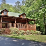 Bear Trails - Two Bedroom Cabin