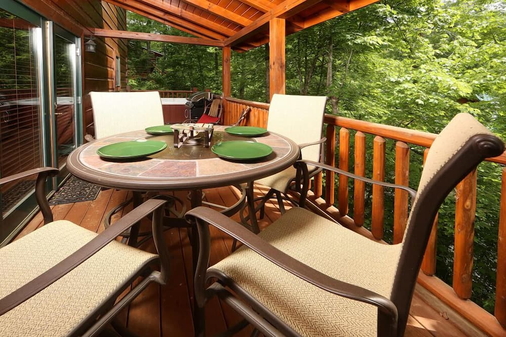 Cabin, 2 Bedrooms, Fireplace, View - In-Room Dining