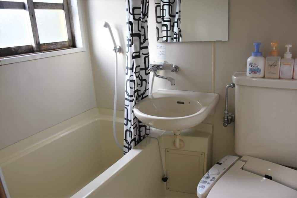 Kotedžas (Log Cottage, Season) - Vonios kambarys