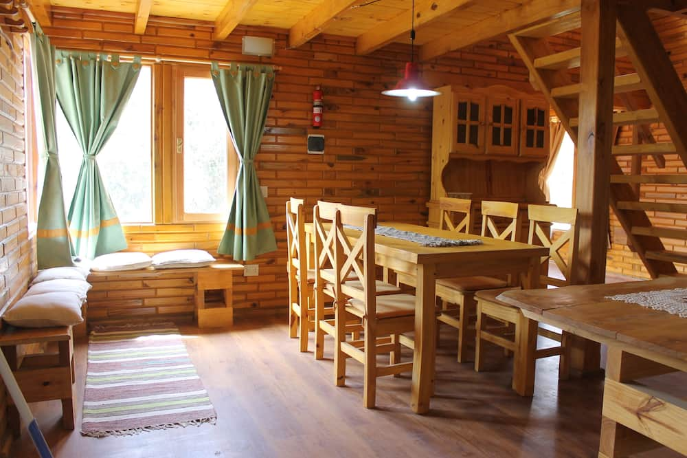 Family Kulübe, 3 Yatak Odası, Balkon, Dağ Manzaralı - Oturma Alanı