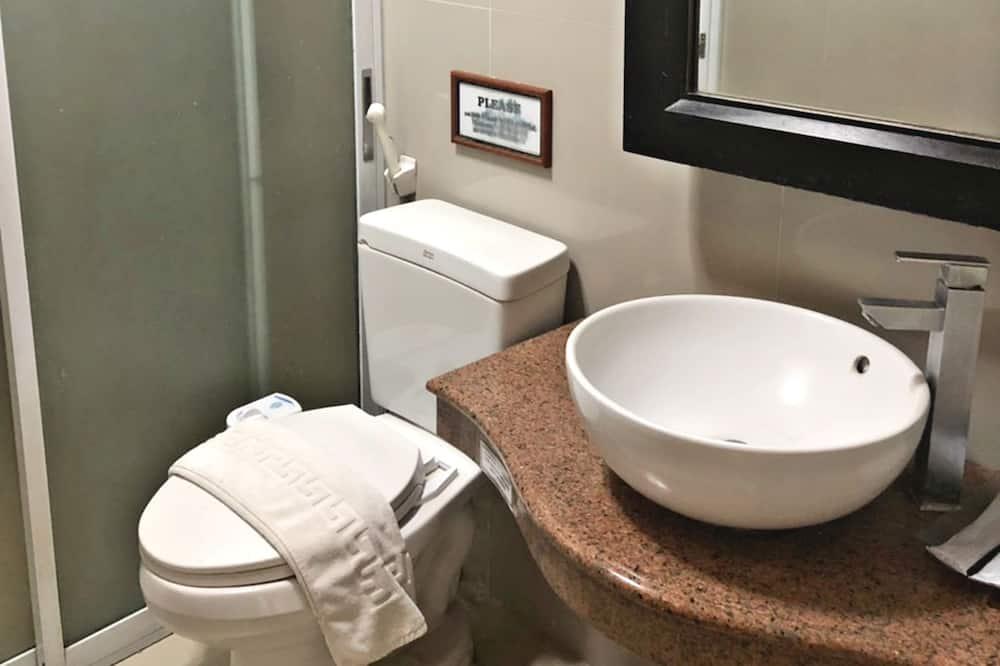 Phòng 3 (Sharing with Loft) - Phòng tắm