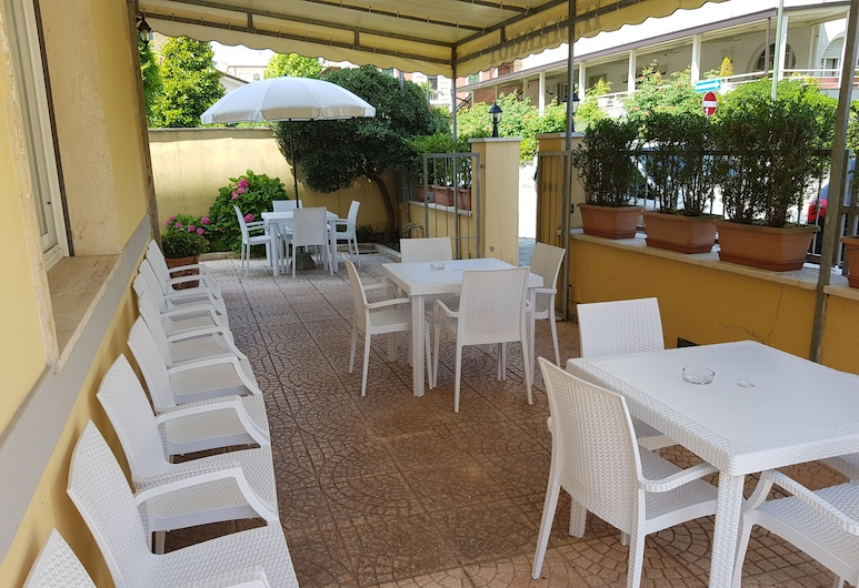 Hotel Margot, Camaiore, Terrasse/patio