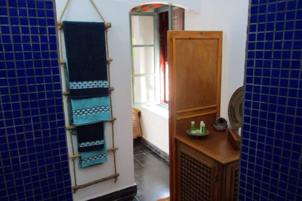 Grand-dobbeltværelse - 1 dobbeltseng med sovesofa - ikke-ryger - privat badeværelse (Azemmour) - Badeværelse