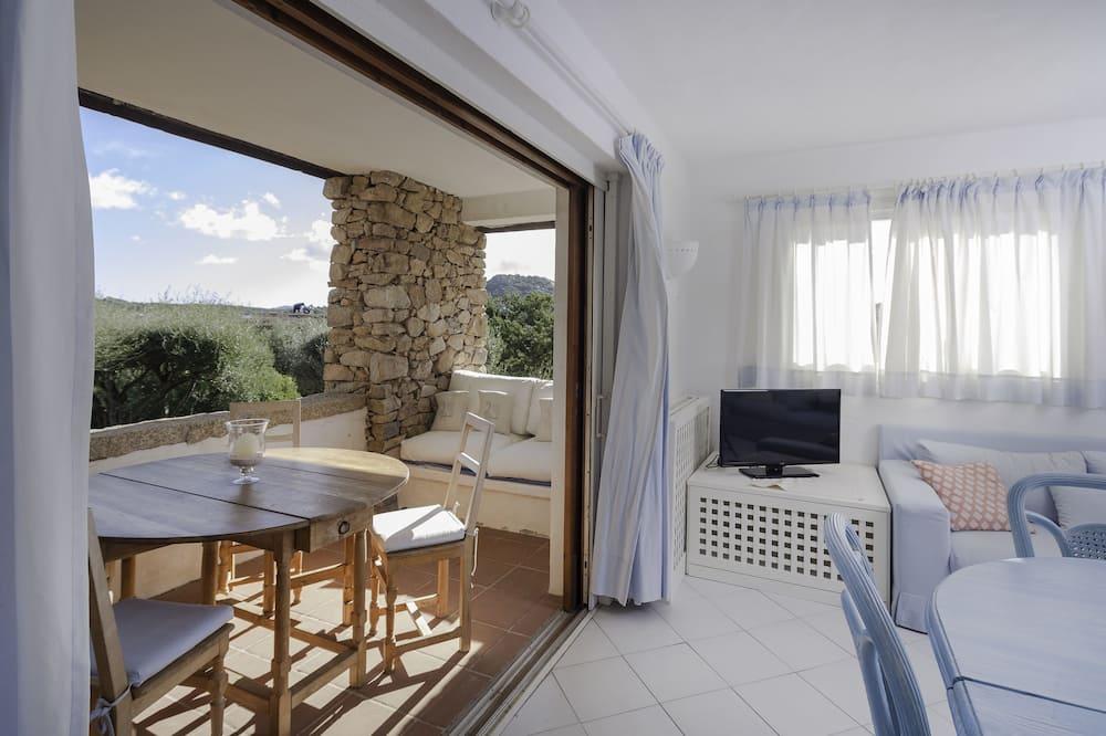 Апартаменты, 2 спальни, вид на бассейн - Зона гостиной