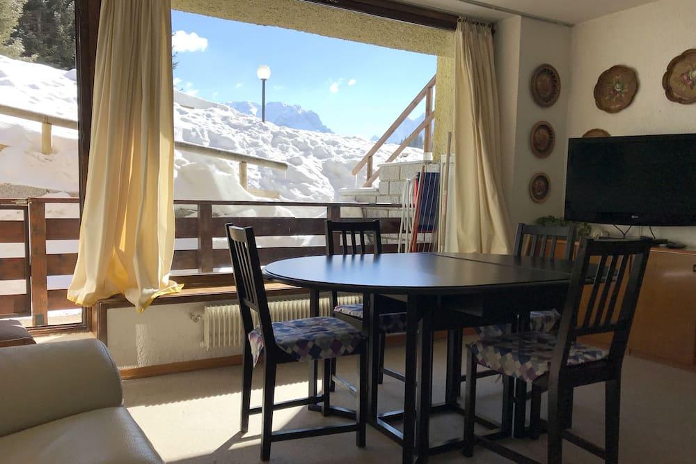 شقة - ٣ غرف نوم - تناول الطعام داخل الغرفة