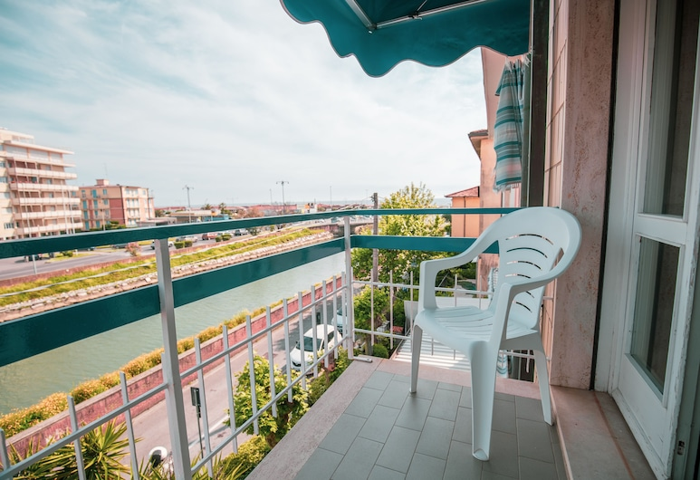 Hotel Burlamacco, Camaiore, Basic Double or Twin Room, Sea View (10), Balcony View