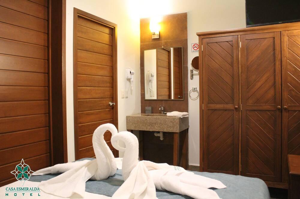 Dvivietis kambarys su pagrindiniais patogumais, 1 standartinė dvigulė lova, Nerūkantiesiems - Pagrindinė nuotrauka