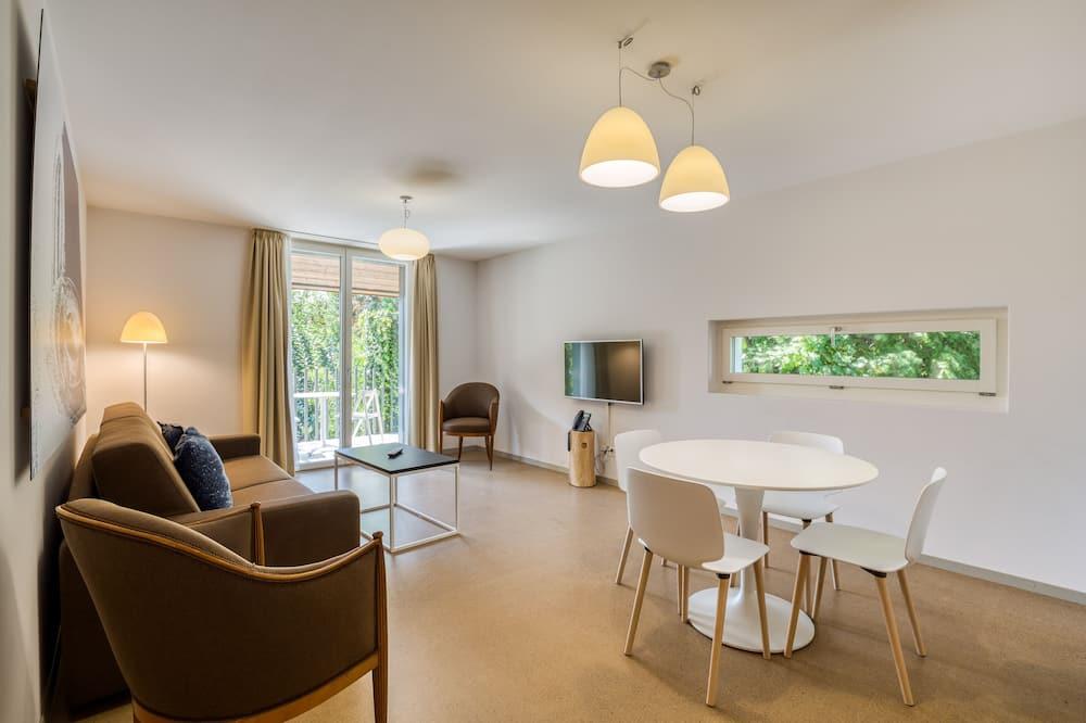 Perhehuoneisto, Useita sänkyjä, Näköala puutarhaan - Oleskelualue