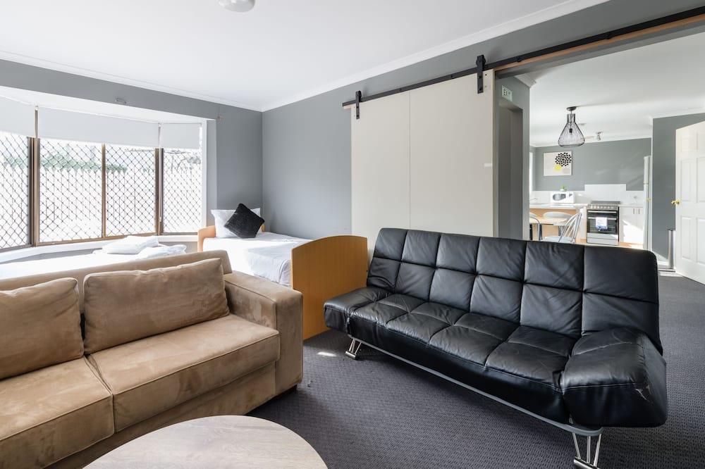 Deluxe Apartment, 2 Bedrooms, Garden View - Living Area