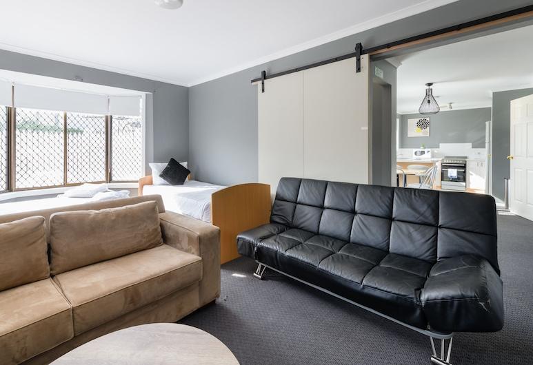 ที่พักขนาด 2 ห้องนอนพร้อมอุปกรณ์บันเทิง เดินทางไม่ถึงนาทีจากศูนย์กลางธุรกิจ, มูนาห์, ดีลักซ์อพาร์ทเมนท์, 2 ห้องนอน, วิวสวน, พื้นที่นั่งเล่น