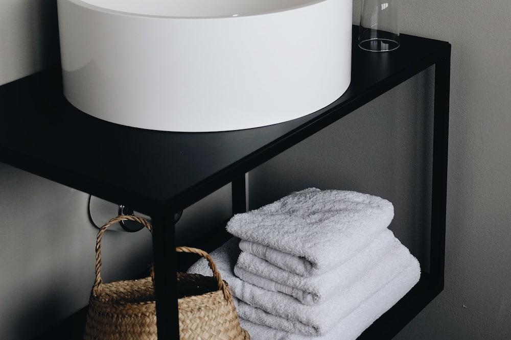 Junior Suite, Harbor View - Bathroom