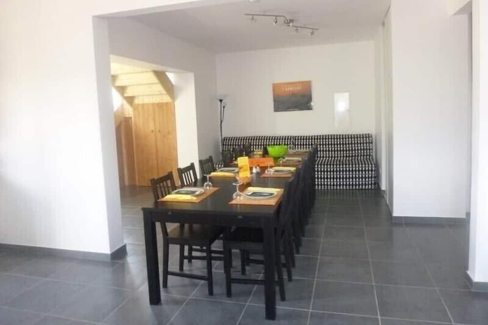Huvila, 5 makuuhuonetta, Esteetön (La Villa) - Ruokailu omassa huoneessa
