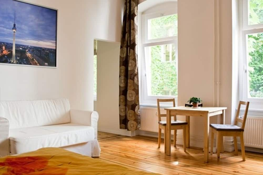Apartment (III, Pappelallee 34) - Living Room