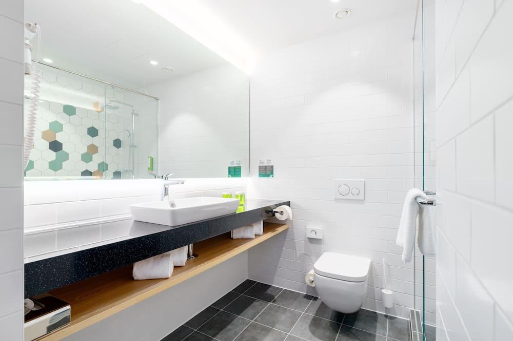 Zimmer, 1Queen-Bett und Schlafsofa, Nichtraucher - Badezimmer