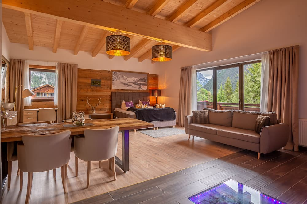 Deluxe Apartment, 2 Bedrooms, Balcony - Living Area