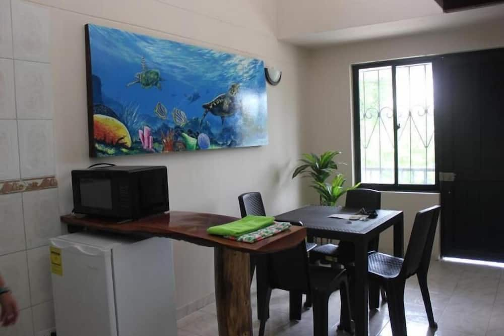 Basic Apartment, 2 Bedrooms - In-Room Dining