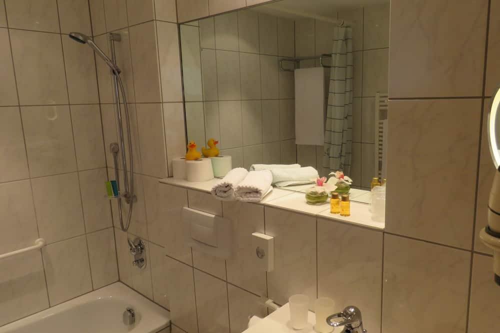 Deluxe Tek Büyük Yataklı Oda, Balkon (Moselzimmer) - Banyo