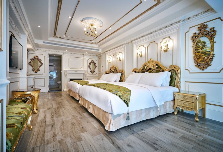 Sun Moon Lake Queen Castle Hotel, Yuchi, Royal Quadruple Room, 1 Bedroom, Non Smoking, Partial Lake View, Guest Room