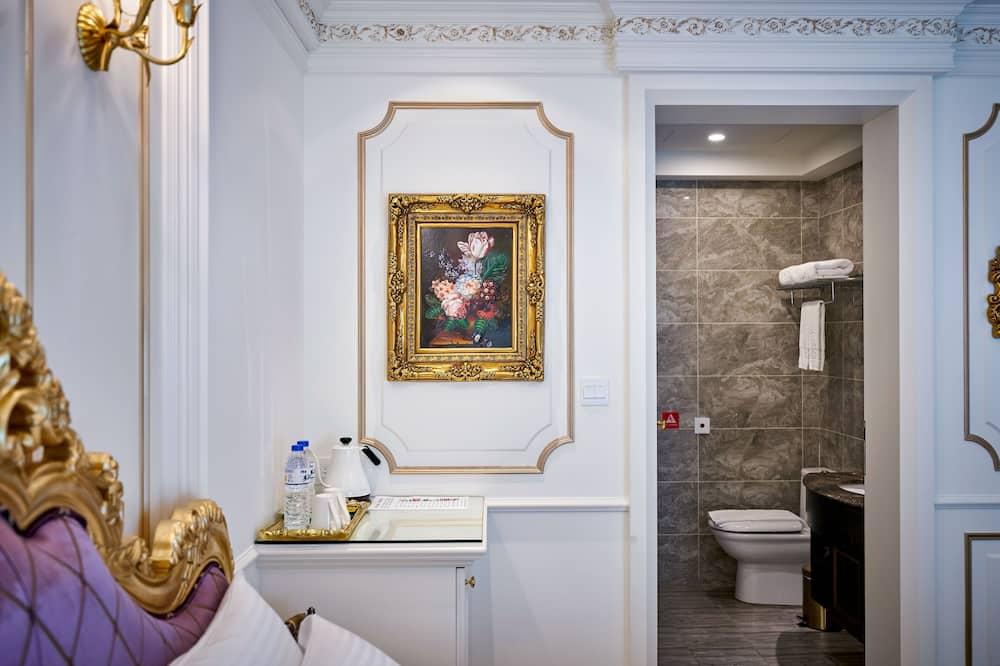 Royal Double Room, 1 King Bed, Non Smoking, Mountain View - Bathroom