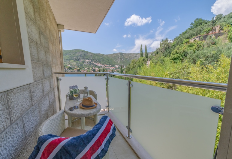 Villa Nave, Dubrovnik, Family Apartment, Balcony, Sea View (Lovrijenac), Balcony