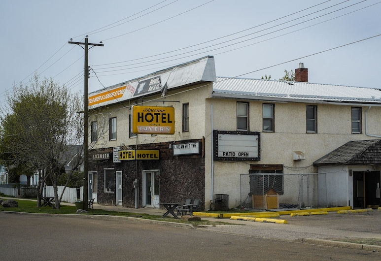 DINOSAUR HOTEL & NEWCASTLE BAR, Drumheller, Bagian Depan Hotel