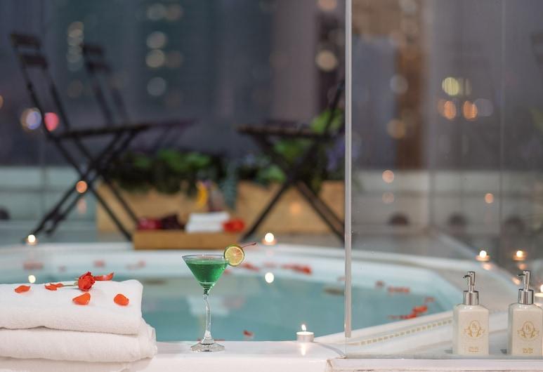 寶洪公寓飯店, 河內, 池畔酒吧