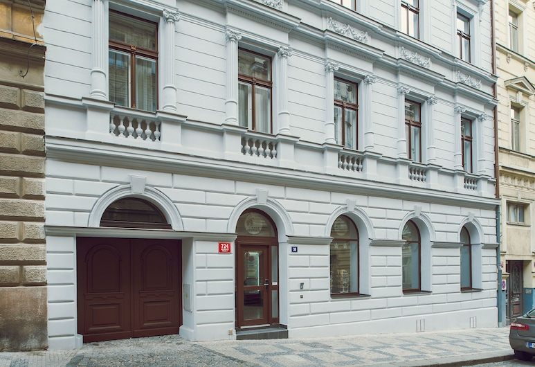King's Residence, Praha, Hotellets front
