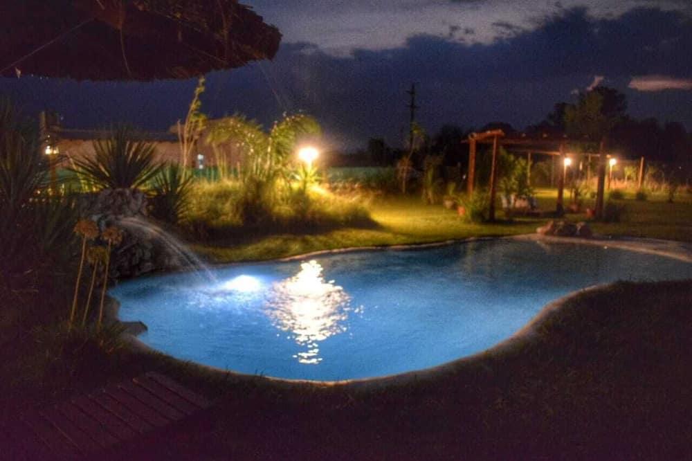 Deluxe kunyhó, kilátással a medencére - Nappali rész