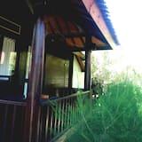 Bungalow – basic, 1 dobbeltseng, utsikt mot hage - Balkong
