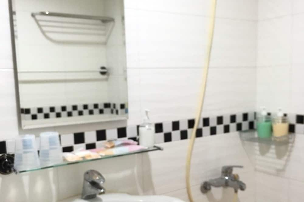 Basic Double Room, 1 Double Bed (303) - Bathroom