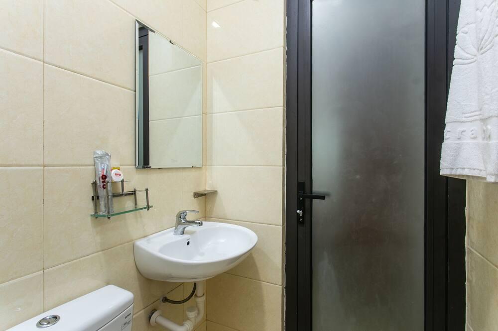Studio (Twin) - Bathroom