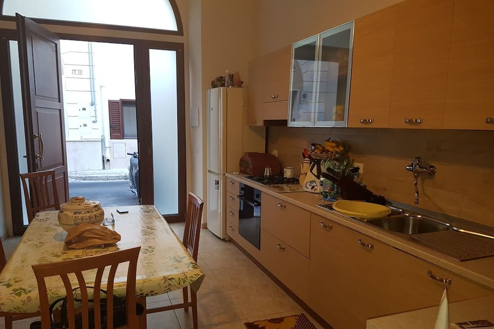 Classic Triple Room, City View - Shared kitchen