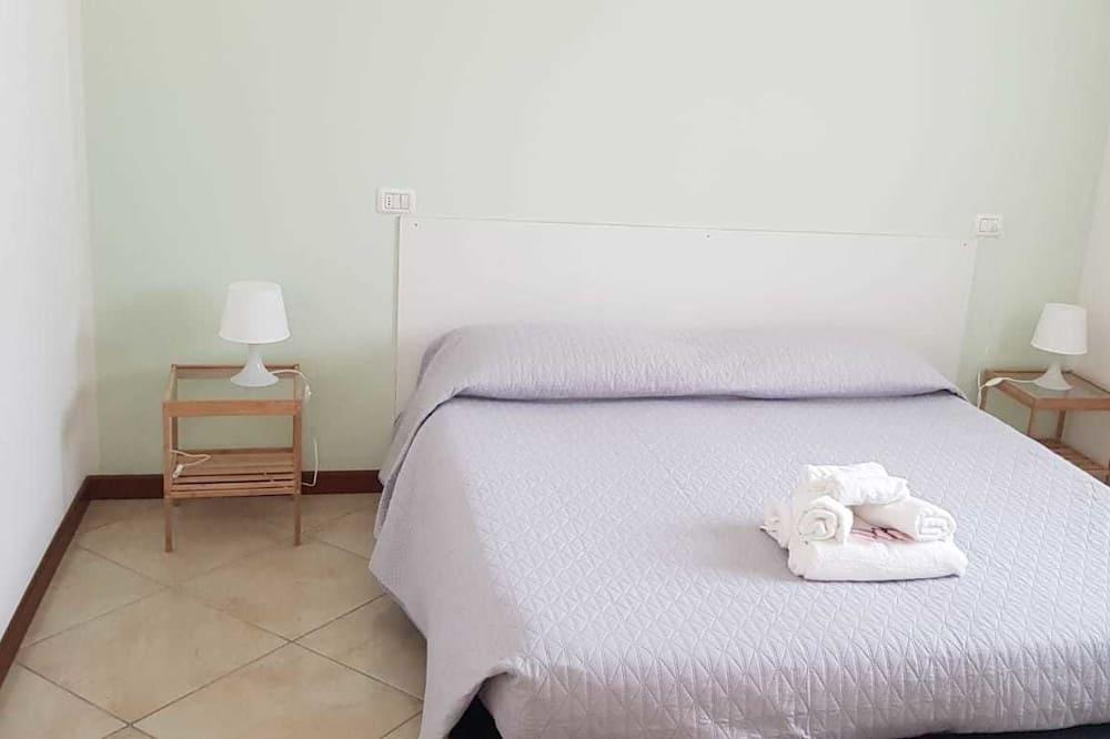 חדר יחיד, נוף לחצר - חדר אורחים