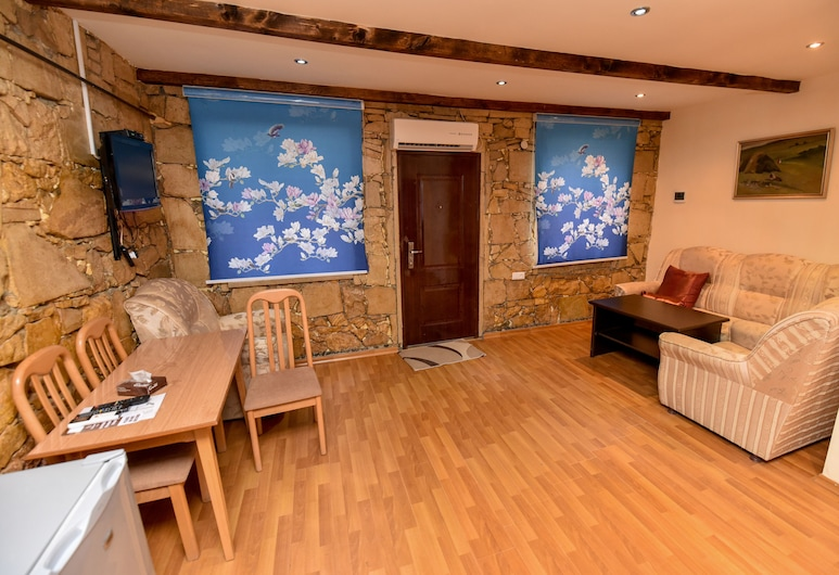 Gayane Hotel, Haghpat, Classic Cottage, Multiple Beds, Kitchenette, Garden View, Living Area