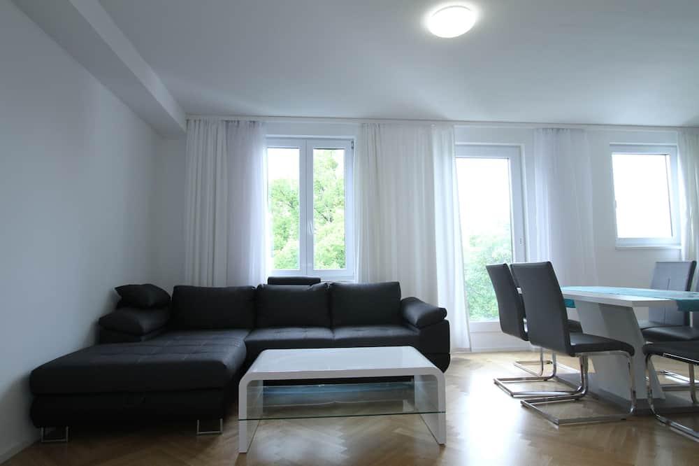 Superior Apartment, 2 Bedrooms, Corner - Living Room