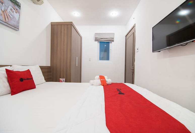 Reddoorz Plus Near Tan Dinh Market, Ho Chi Minh City, Family Room, Room