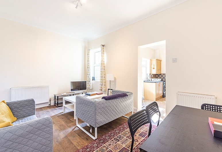 Spacious 4 Bed Apartment Near Tooting Gardens, London, Apartment, 4 Schlafzimmer, Wohnbereich