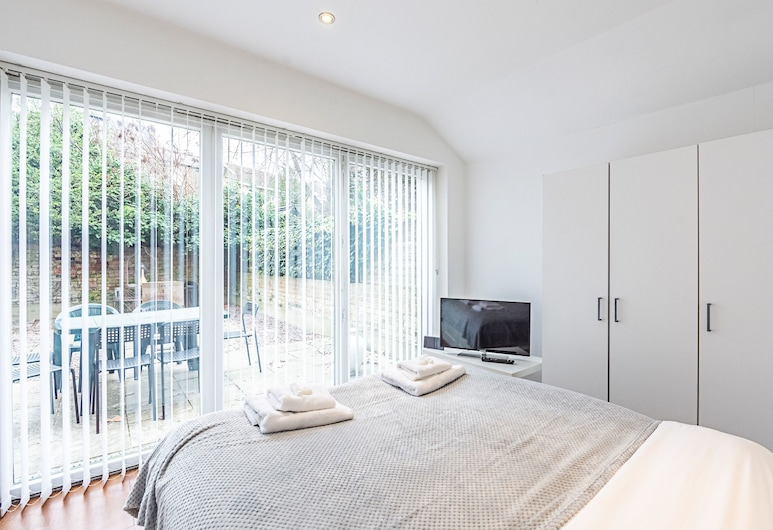 Stanlake Road · Comfy 3 Bed Apartment Near Hammersmith Park, London, Apartment, 3 Bedrooms, Room