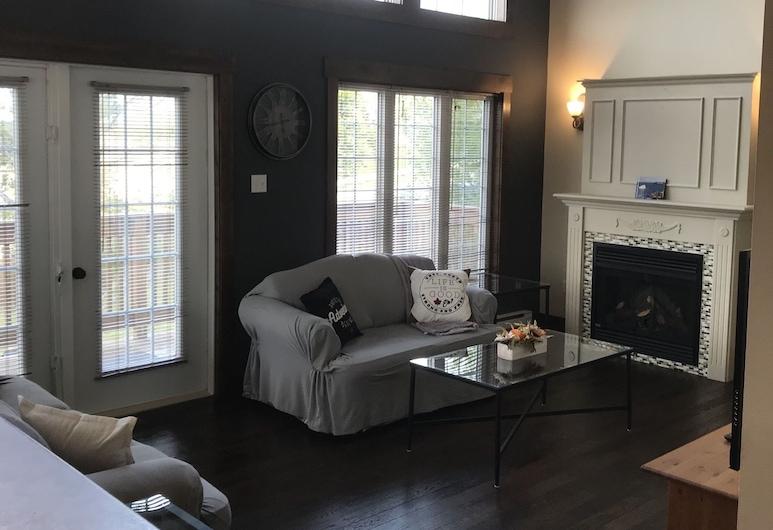 Tranquil Waters Inn -  Fortnight Chalet, Deer Lake, Living Room
