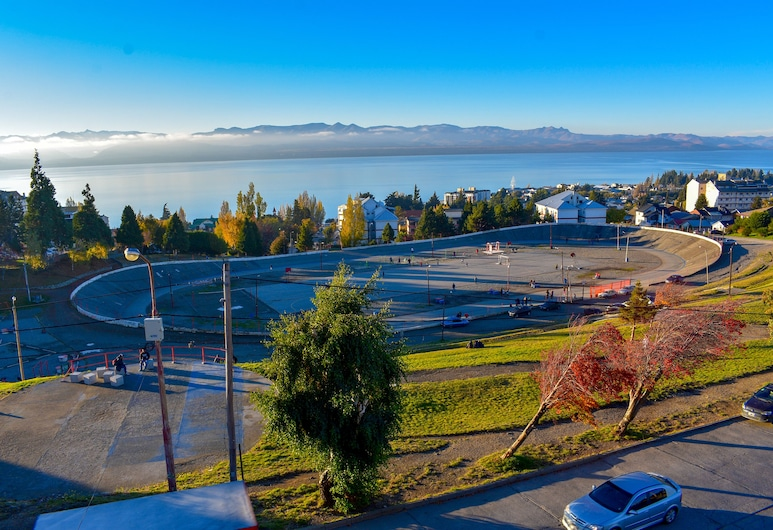 Hostel Arrayan, San Carlos de Bariloche, Traditional Shared Dormitory, 3 Twin Beds, Lake View, Guest Room View