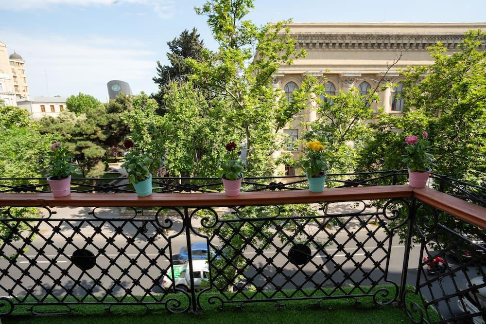 Panoramic Suite, 1 King Bed, City View - Lanai