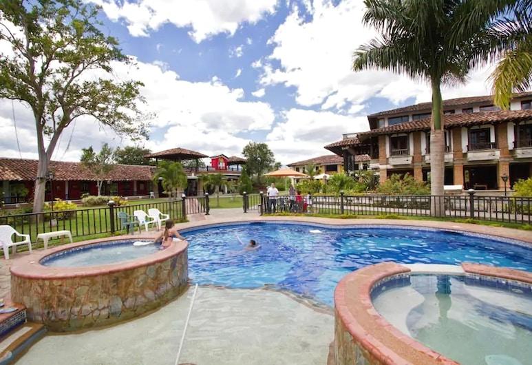 فينكا هوتل لا إسبيرانثا, مونتينيغرو, حمّام سباحة خارجي