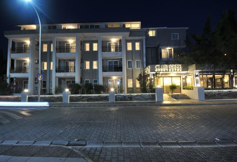 瑟瑪俱樂部公寓酒店, 馬馬利斯