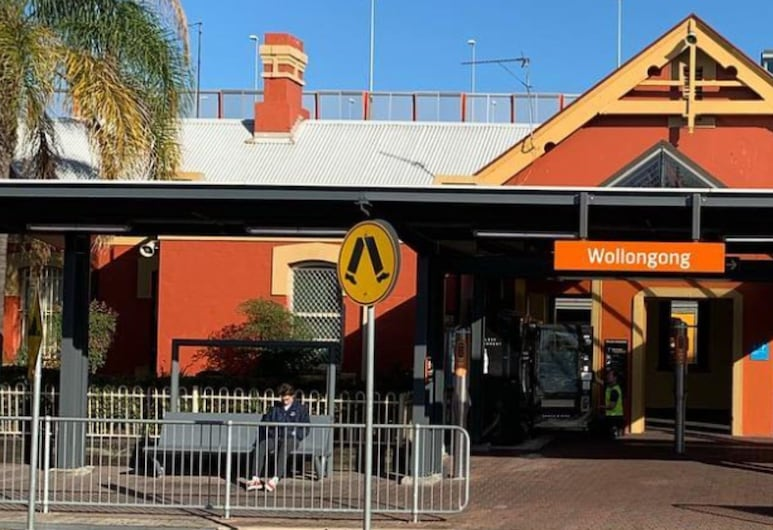 Wollongong train station holiday house, Wollongong, Overnatningsstedets facade