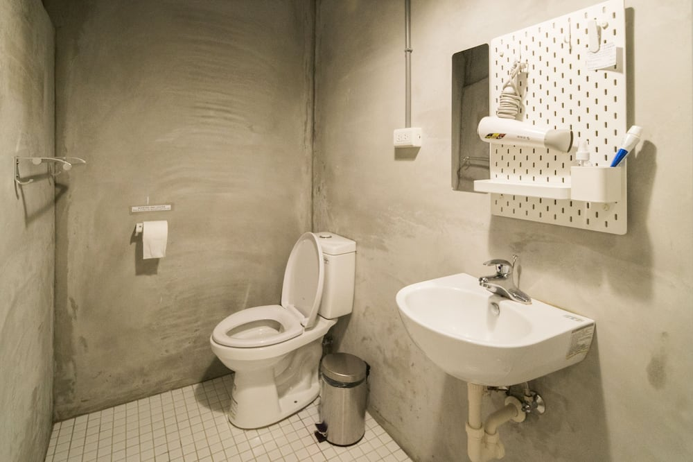 Standard Double Room, Private Bathroom - Bathroom