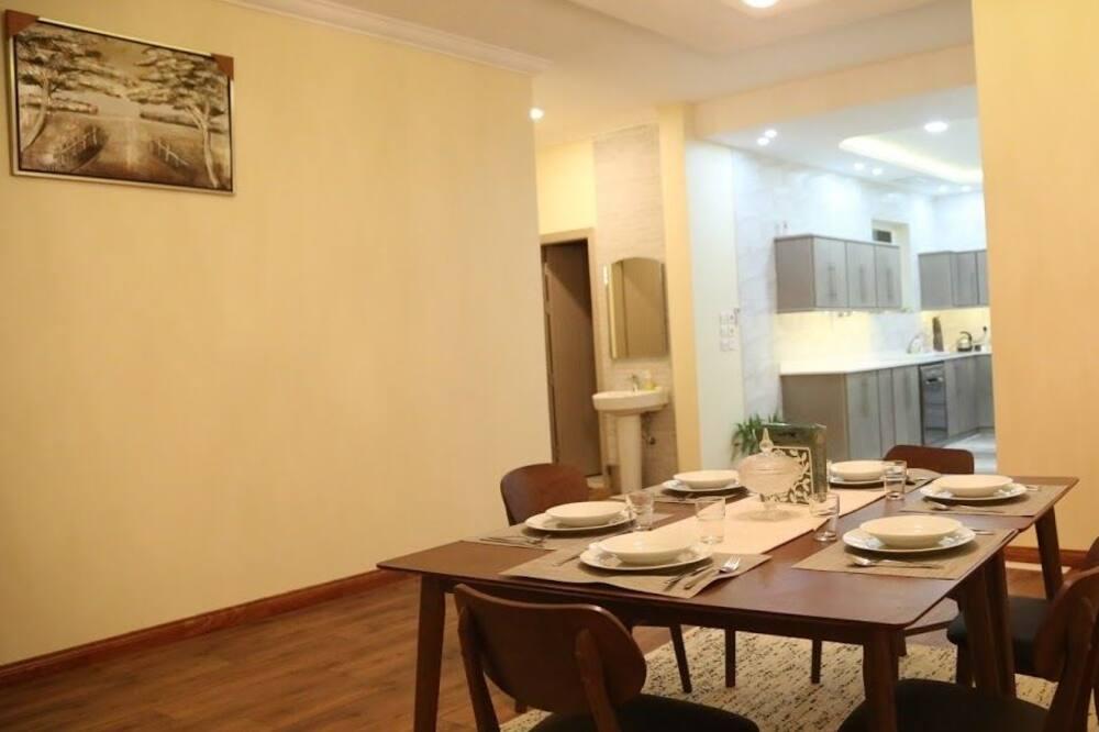 Villa, 3 Bedrooms - Tempat Makan dalam Bilik