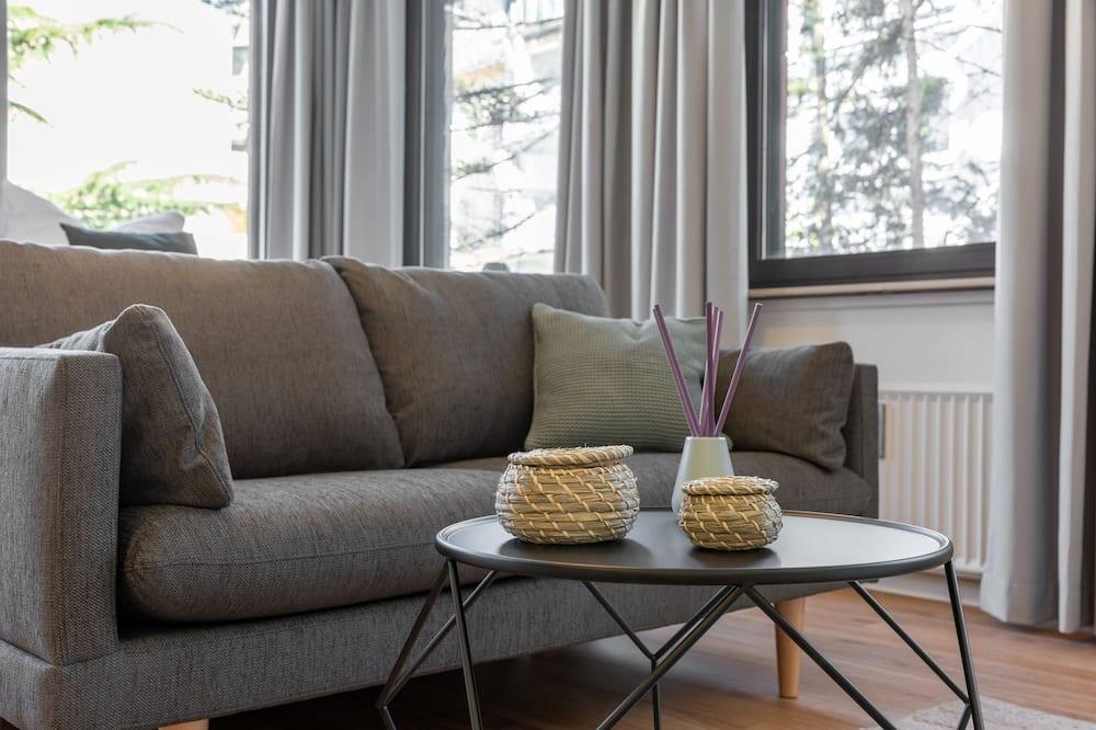 Superior Studio Suite, 1 Queen Bed - Living Area