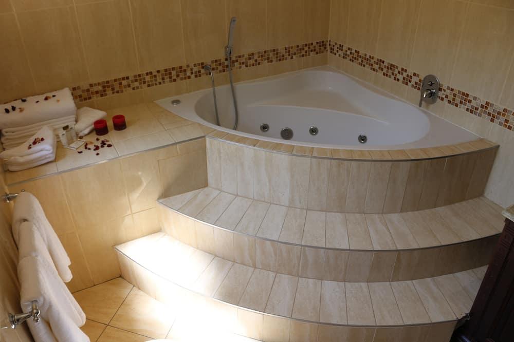 ห้องเอ็กเซกคิวทีฟสวีท, วิวเมือง - ห้องน้ำ