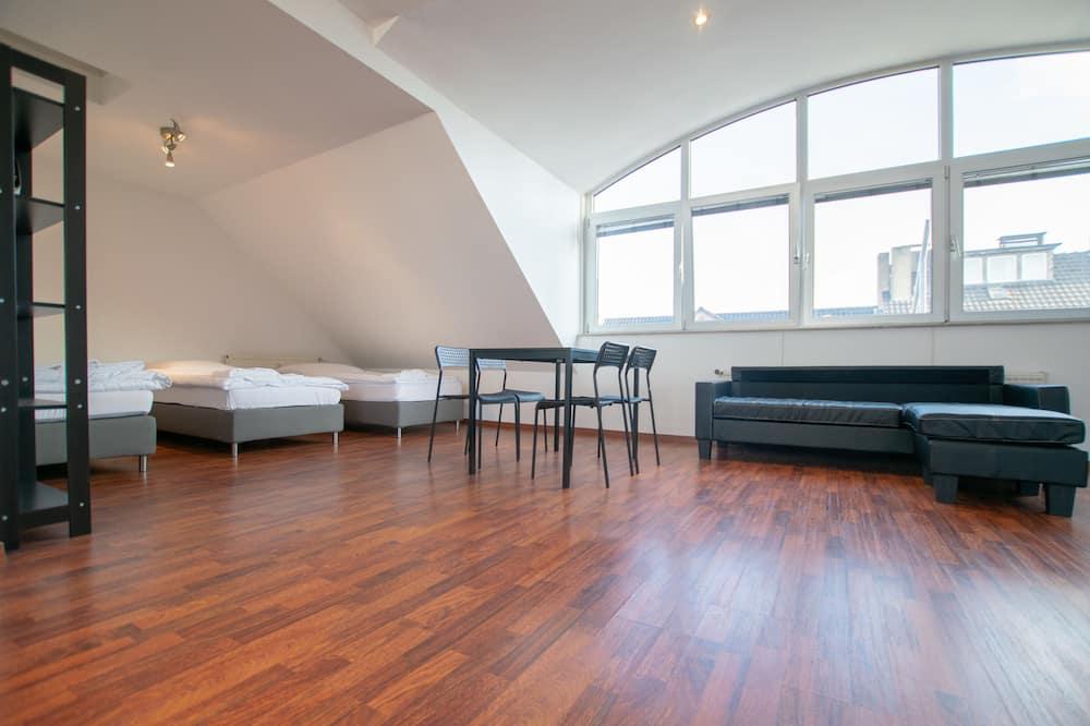 Design-Studiosuite, Stadtblick (inkl. Endreinigungsgebühr €59) - Zimmer