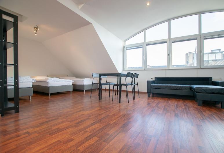 Sunny Penthouse in City Center, Düsseldorf, Designové studiové apartmá, výhled na město (incl. end cleaning fee €59), Pokoj
